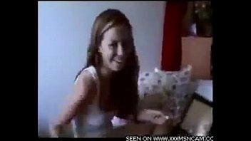 В комнатушке общаги установили тайную камеру и снимают девушек