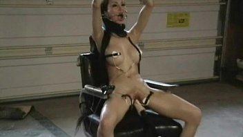 Секс с обеспеченой сучкой с шикарными ногами в черных чулках