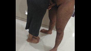 Частный минетик в лифте от сисястой девчонки в купальнике