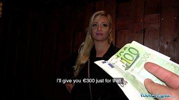 Русская телка просто обожает секс и доллары
