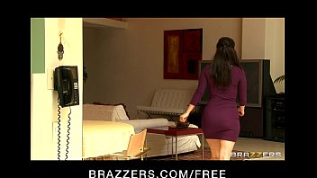Лесбиянка в чулках долбит телку в туфлях в киску членозаменителем