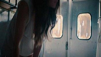 Русские темноволосые лезбиянки дрючат латексным хуем влажные вагины