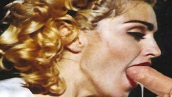 Шикарная блонда с ухоженным телом поработала киской и попочкой