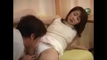 Приятель приносит жопастой женщине от лизать конец перед поревом