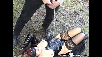 Молодая сучка старается пополнить список актрис и порется на порно кастинге