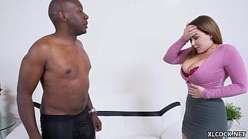 Русский пацанчик ласково облизывает пизду юный девчушки и она мечтательно ему отдается